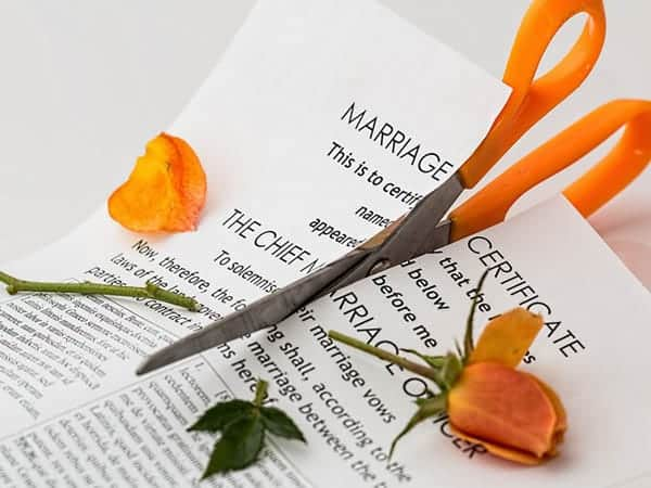 Pre-nuptial agreements should not be recognised in divorce courts